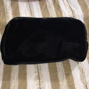 Chanel Cosmetic velvet bag (black)